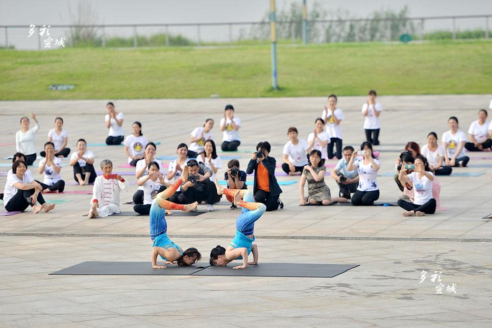 近年来,市瑜伽协会积极开展公益教学活动,一年多来先后有近千名伽友参加,成为宣城瑜伽品牌。